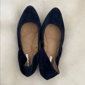 Size 5 flexible suede pointy flats